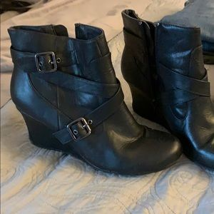 Kenneth Cole Reaction wedge booties
